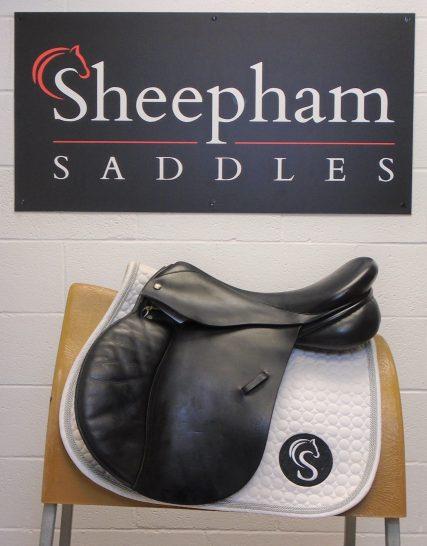 #SC938# Black 18.5″ English Leather Symonds Medium Fit Panther Model GP Saddle – USED