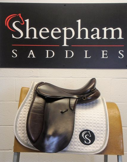 Show / Working Hunter Saddle Brown 17″ W – #2161# Unbranded