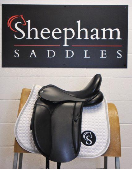 #SC880# Black 17.5″ English Leather Heritage W-XW Fit Yin Yang Dressage Saddle – USED