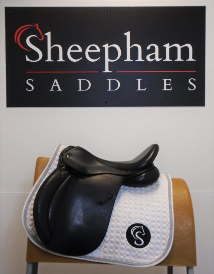 #SC1141# Black 17″ English Leather Symonds M Fit Cambridge GP Saddle – USED Symonds