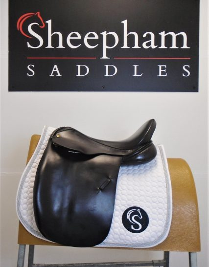 #2245# Brown 17″ English Leather Black Country MW/W Fit Show Saddle – USED Black Country