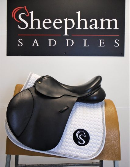 #SC1168# Black 17.5″ English Leather Ideal N/NM Fit Jump Saddle – USED Ideal