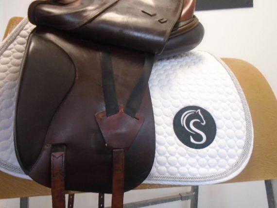 #SC1047# Brown 17″ English Leather Harry Dabbs W-XW Elegant Dressage Saddle – USED